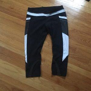 EUC lululemon black and white cropped leggings